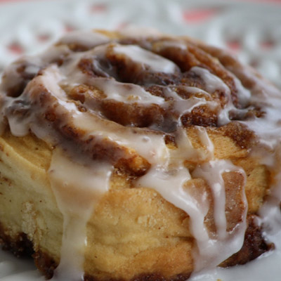 Delicious and uber yummy cinnamon buns. The best part? Its BEYOND easy to make, and doesn't even have yeast in it! This recipe will soon be a favorite! :)
