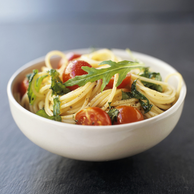 Wholemeal spaghetti recipe with cherry tomatoes and rocket salad.