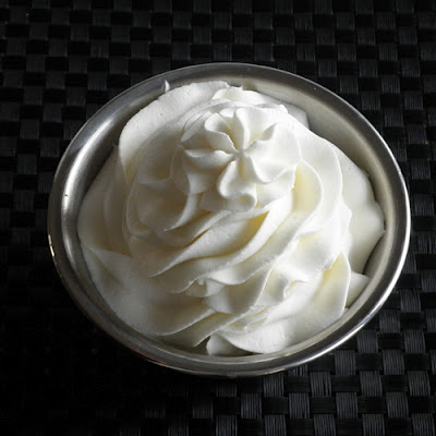 How to make stabilized whipped cream frosting, just like on cakes from the bakery... best frosting ever!